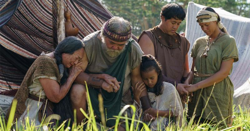 A family prays after hearing King Benjamin teach. © 2019 by Intellectual Reserve, Inc. All rights reserved.