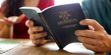Couple reading the Book of Mormon. Image via Moroni's Quest.